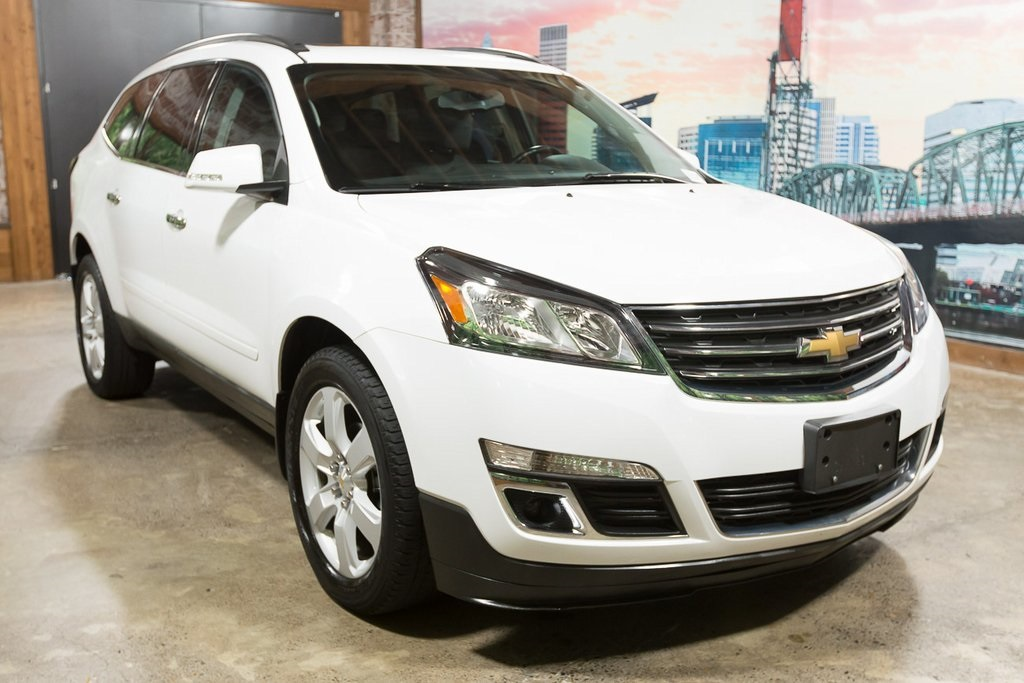 Pre-Owned 2016 Chevrolet Traverse LT 1LT, 3rd Row, Pano Roof